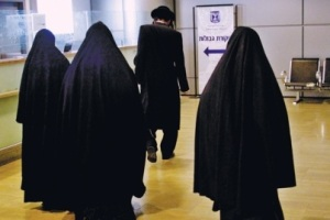Lev Tahor members are known in Canada and Israel for homeschooling their children and for modesty standards that include wearing a similar clothing standard to a burqa or niqab.